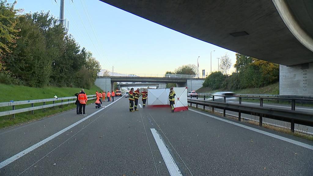 Mann stirbt bei Sturz von Autobahnbrücke