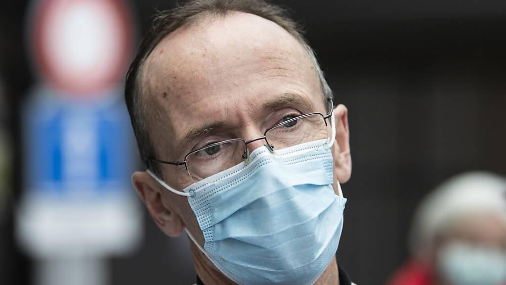 Stephan Jakob, Klinikdirektor und Chefarzt Universitätsklinik für Intensivmedizin der Insel Gruppe, am Mittwoch im Gespräch mit Medien.