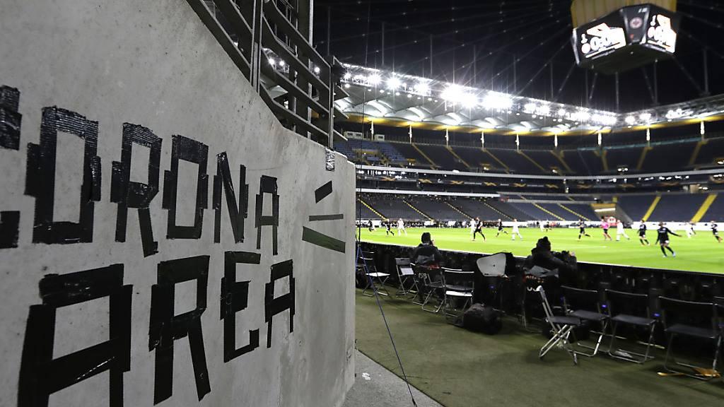 Wegen des Coronavirus sind Fussballspiele zurzeit nur noch in wenigen Stadien Europas gestattet