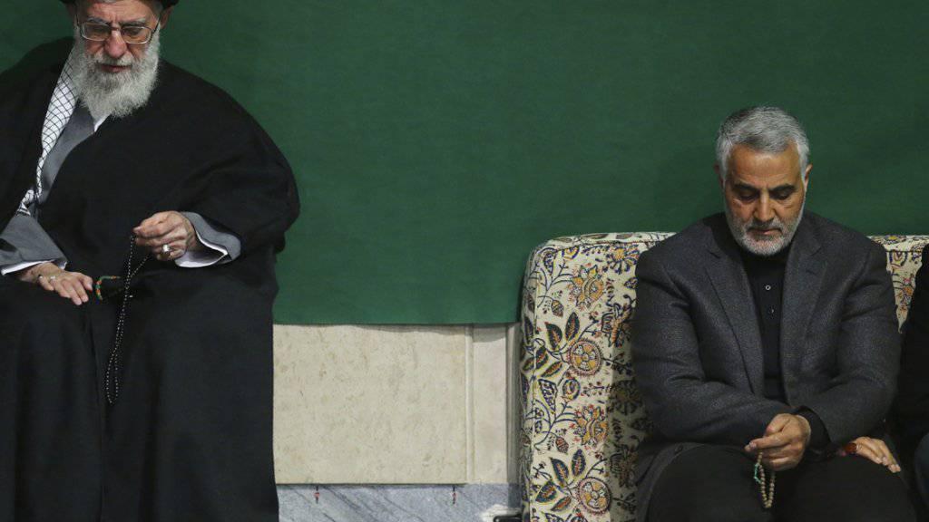 Chef der iranischen Revolutionsgarde, Kassem Soleimani (rechts) wurde in Syrien schwer verwundet. (Archiv)