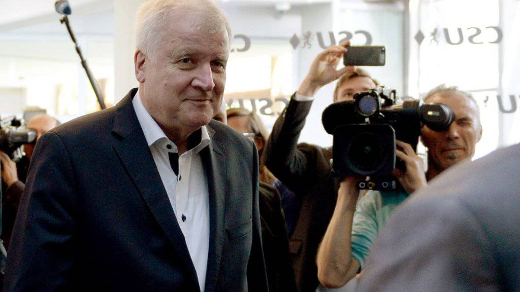 Im Asylstreit der Union hat der deutsche Innenminister Horst Seehofer (CSU) die europäischen Verhandlungsergebnisse von Kanzlerin Angela Merkel (CDU) sehr kritisch bewertet.