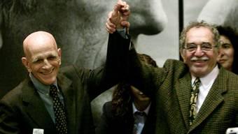 Der brasilianische Schriftsteller Rubem Fonseca (links) ist an einem Herzinfarkt verstorben. (Archivbild mit dem bereits verstorbenen Schriftsteller Gabriel Garcia Marquez).