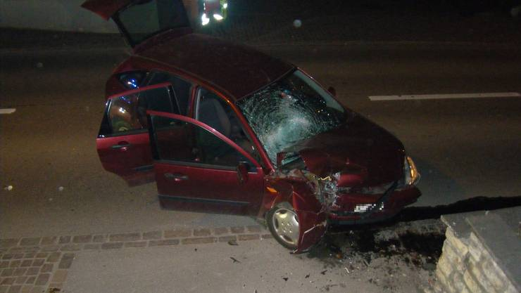 Die Autolenkerin kam mit ihrem Auto von der Strasse ab...