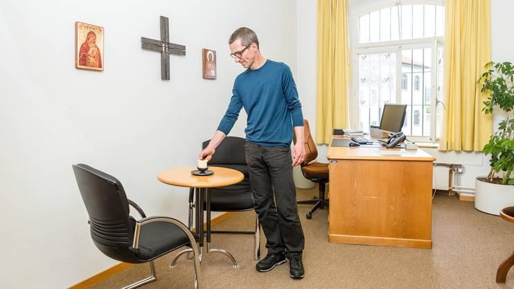 Gefängnisseelsorger Mark Schwyter in seinem Büro in der Justizvollzugsanstalt Lenzburg.