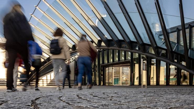 Wohlen steht noch immer ohne Budget da. Im Bild: Wahrzeichen von Wohlen, der Eingang zur Kantonsschule von Calatrava.