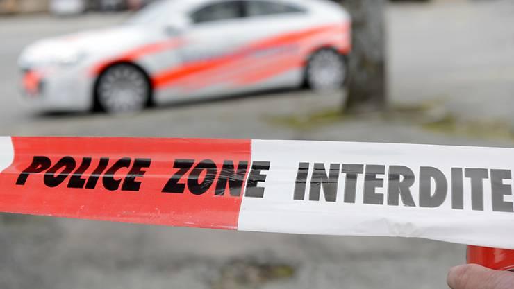 Ein Toter und eine Schwerverletzte durch Messerstiche: Die Waadtländer Polizei fand am Freitag in La Sarraz eine blutige Szenerie vor. (Symbolbild)
