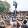 Die Stadtpolizei Zürich warnt vor Dieben, die das Gedränge nutzen, um beispielsweise Schmuck zu stehlen.