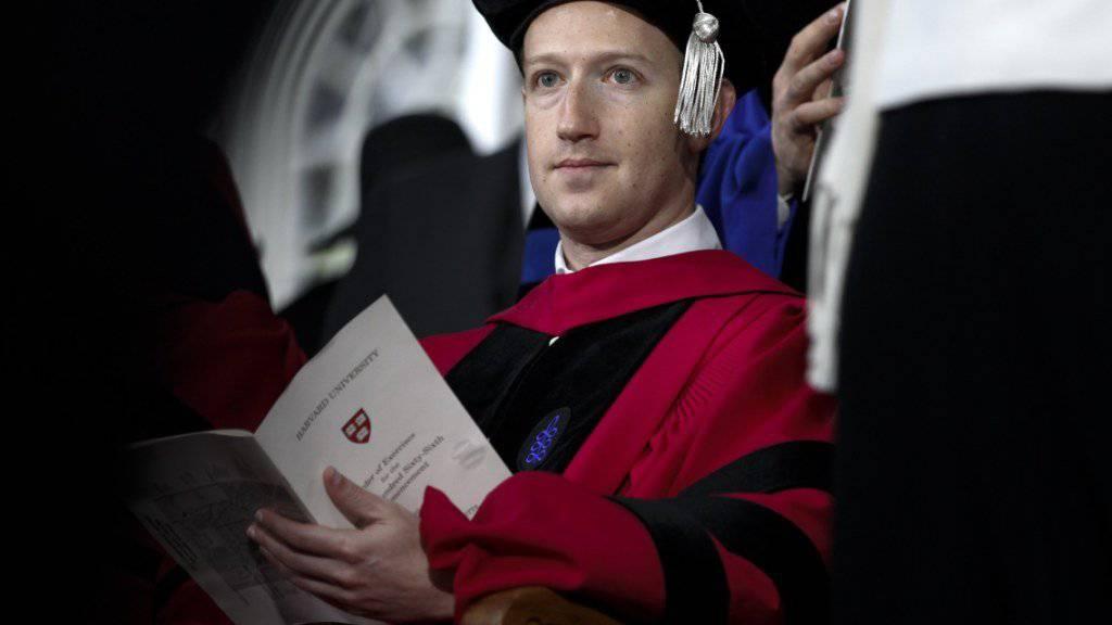 Mark Zuckerberg erhält die Ehrendoktorwürde der Harvard-Universität