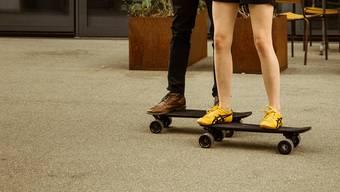 Asphaltsurfen ohne Anstrengung: Das E-Skateboard Lou machts möglich.