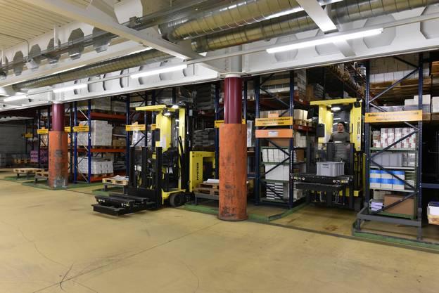 Das Buchzentrum liefert an rund 4000 Kunden in der Schweiz täglich rund 30 bis 35 Tonnen Bestellungen aus.