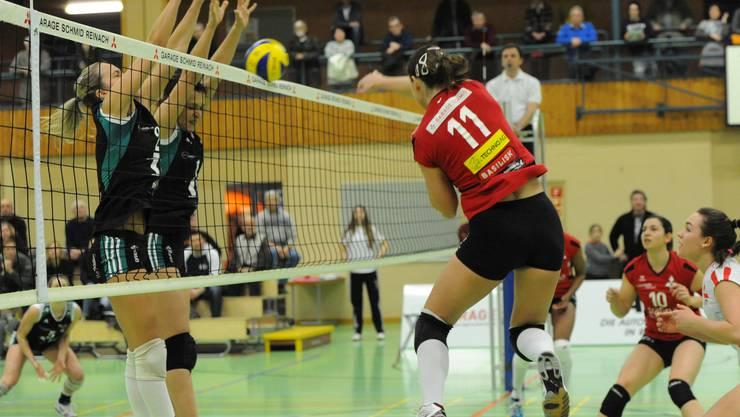 Die Volleyballerinnen von Sm'Aesch Pfeffingen werden bald in der sanierten Löhrenacker-Halle trainieren können. (Archiv)