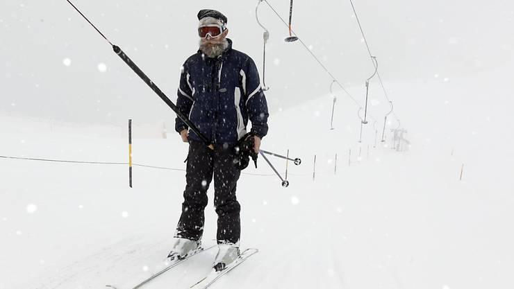 So oder ähnlich dürfte es am Wochenende in vielen Skigebieten ausgesehen haben: Schneefall und Sturmwinde statt Sonnenschein. (Archiv)