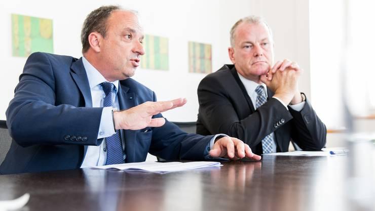 Finanzdirektor Markus Dieth (links) und Landammann Stephan Attiger im az-Interview.