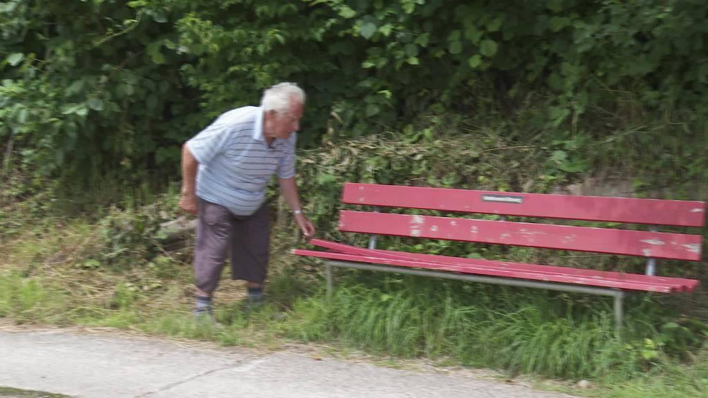 Bänklichef: Pensionär pflegt seit 14 Jahren mosnanger Bänkli