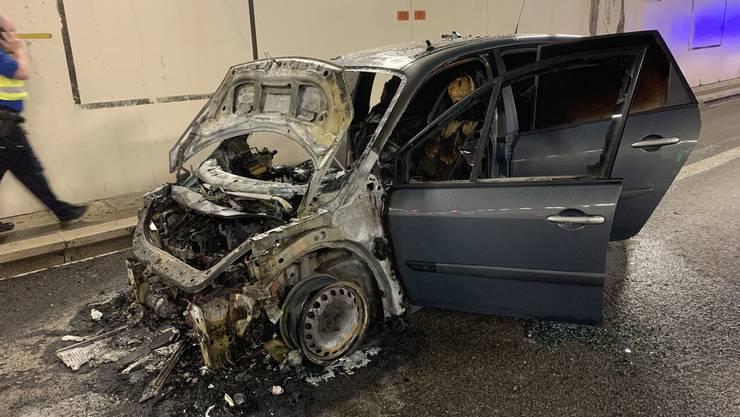 Die Lenkerin konnte stoppen und den Wagen verlassen ehe er in Vollbrand stand.