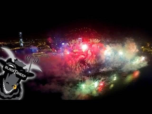 Neue Perspektive: Feuerwerk in Hongkong – gefilmt mit der Drohne.