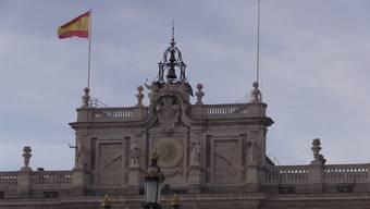 Der spanische Ex-König Juan Carlos wurde vom Skandal um angebliche Schmiergeldzahlungen bedrängt, weshalb er entschieden hat seine Heimat zu verlassen.