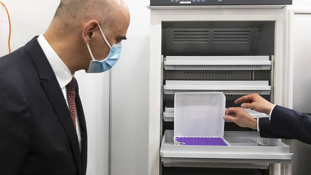 Ende Dezember hatte Gesundheitsminister Alain Berset das Basler Impfzentrum besucht. Zwei Wochen später hat die Landesregierung damit begonnen, sich selber gegen das Coronavirus zu impfen. (Archivbild)