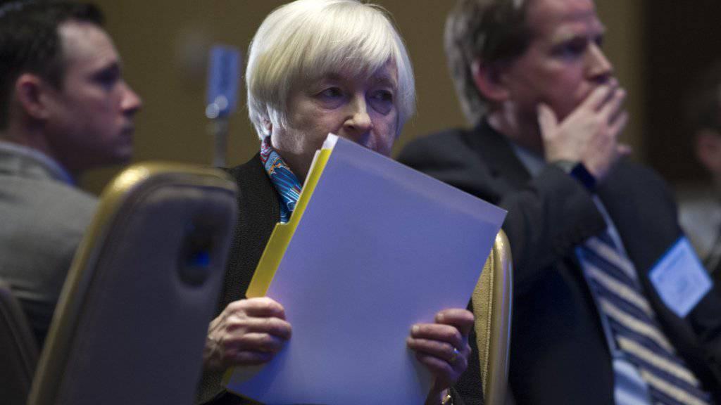 Noch hob die US-Notenbank den Leitzins nicht weiter an - will es aber in diesem Jahr noch zwei Mal tun. Fed-Chefin Yellen liess sich aber nicht in die Karten schauen, wann sie den Leitzins weiter anheben will.