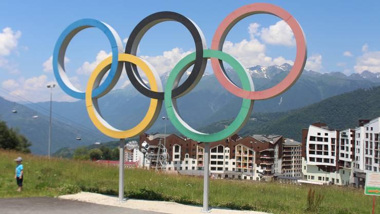 Blick auf eines der olympischen Dörfer im Skigebiet auf 1100 m ü. M.
