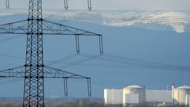Das elsässische Atomkraftwerk Fessenheim ging 1977 an Netz. Im Hintergrund die Vogesen.