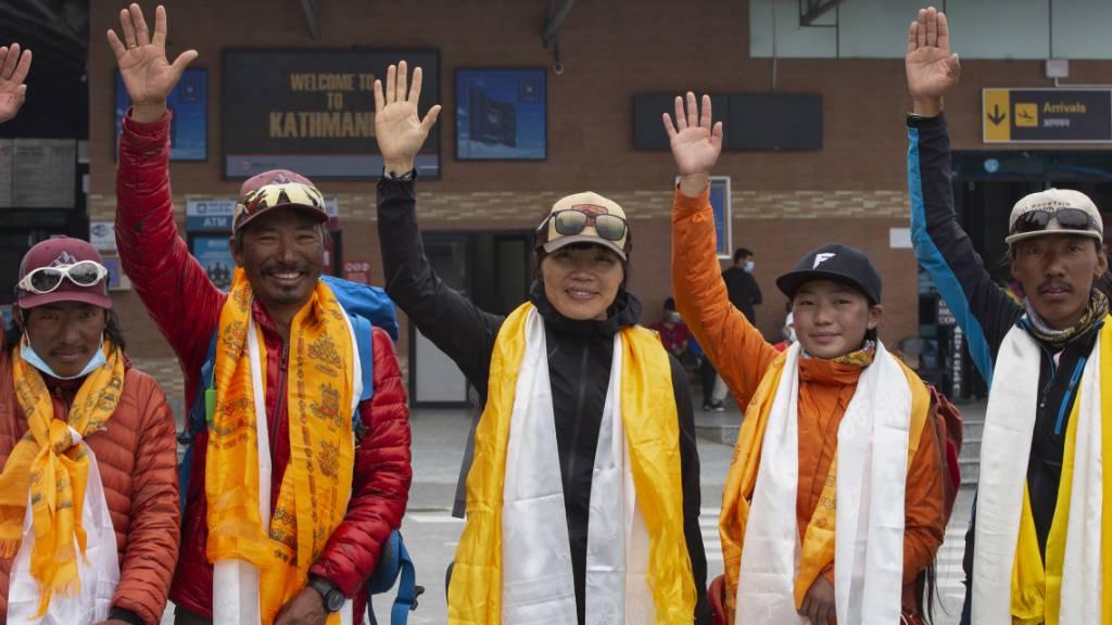 Rekorde auf dem Everest: Schnelle Frau, 25 Aufstiege, 8 Geschwister