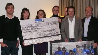 Spende: 150 000 Franken von «Baden zeigt Herz»-Initiatorin Suzana Senn-Benes an Regula Gloor, Präsidentin Margrit-Fuchs-Stiftung.  (atp)