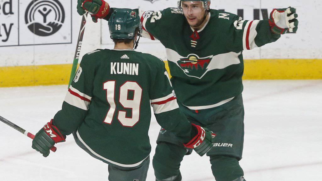 Nino Niederreiter (rechts) bereitete den einzigen Treffer von Minnesota durch Luke Kunin vor