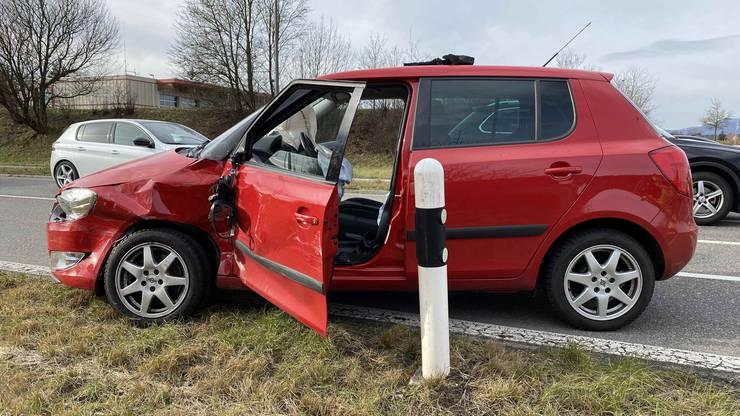 Oberentfelden AG, 30. Januar: Ein Autofahrer missachtete Vortritt eines Lastwagens, woraufhin es zu einer heftigen Kollision kam.