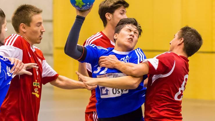 Eric Reymond (in blau) stellt die Mannschaft in den Vordergrung.