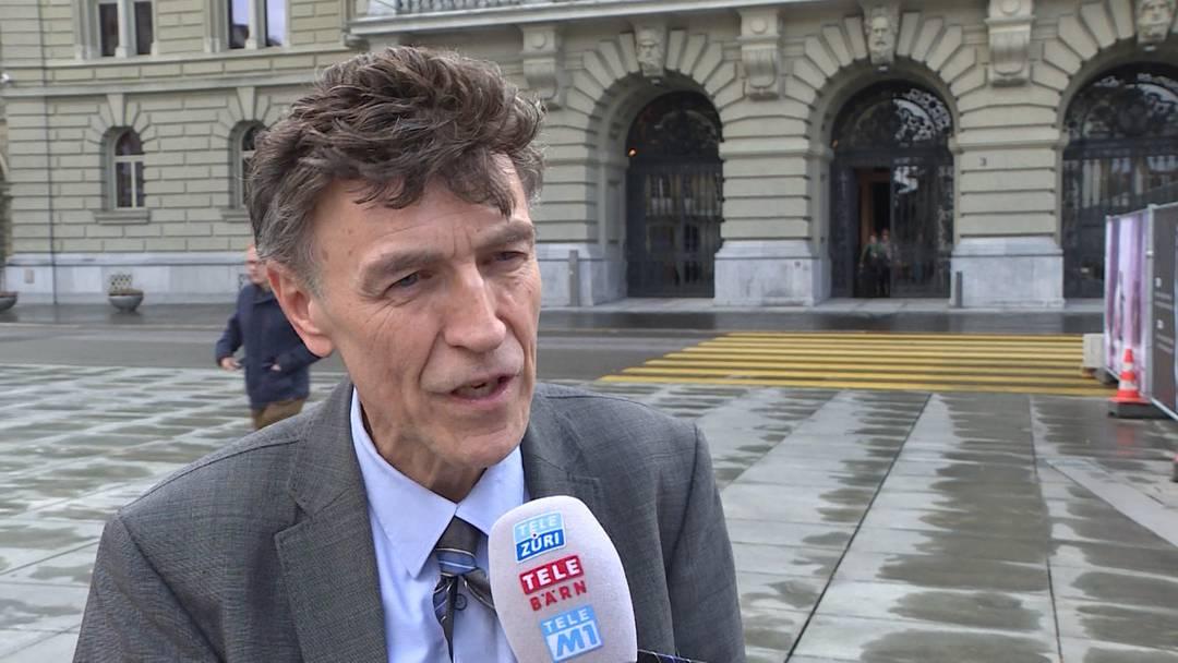 Luzi Stamm erklärt, wieso er im Bundeshaus eine Million Euro Falschgeld dabei hatte.