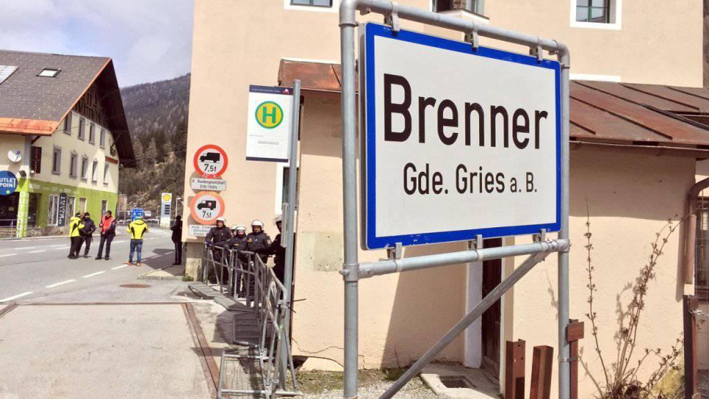 Österreich wappnet sich gegen einen möglichen Flüchtlingsstrom: Die Regierung will am Brenner an der Grenze zu Italien Kontrollen einführen. (Archivbild)