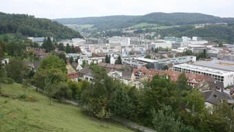 Spannungsfeld «Verdichten»: Vorne ein altes Quartier, hinten Industriegebiet Baden Nord.