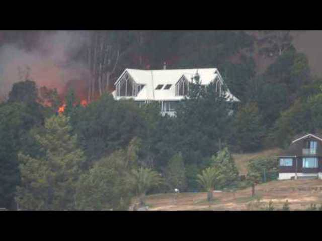 Diese Aufnahmen zeigen die lodernden Waldbrände um die neuseeländische Stadt Christchurch
