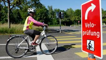 Haben Kinder gute Verkehrskenntnisse ist der Schulweg mit dem Velo sicherer als zu Fuss. (Symbolbild)