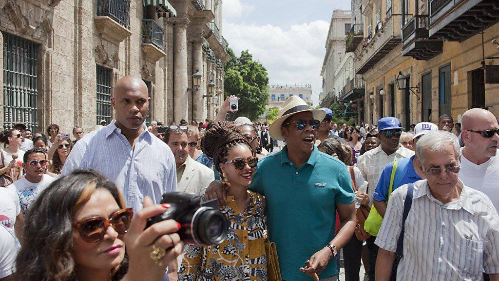 Die US-Sängerin Beyonce und ihr Mann machten Urlaub in Havanna. In Zukunft sollen amerikanische Touristen auf regulären Flügen nach Kuba kommen.