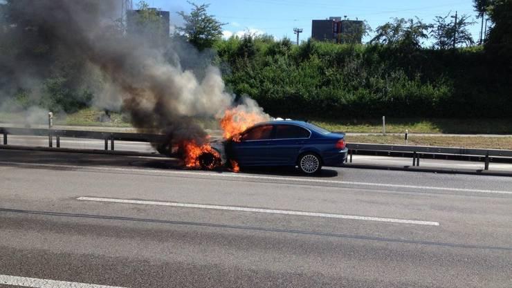 Am Sonntagnachmittag brannte auf der A2 ein Auto.