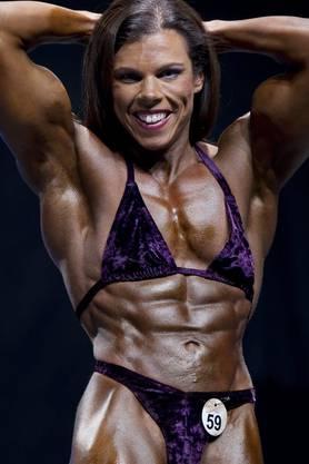 Bodybuilding Schweizermeisterschaften in Basel: Franziska Bossert lässt ihre Muskeln spielen.