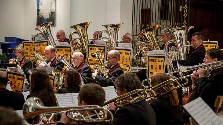 Die Brass Band Solothurn unter der Leitung von Martin Bütikofer gab erstmals ein Adventskonzert in der Stadt Solothurn.