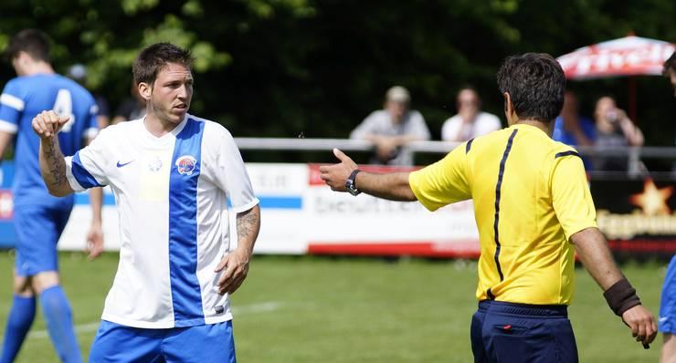 Engstringens Patrick Meier ist nicht einverstanden mit dem Schiedsrichter