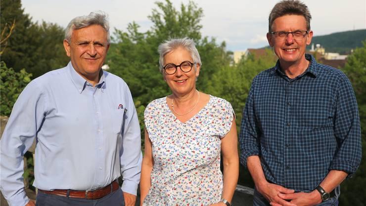 Die Lehrkräfte (v. l.) Cesidio Celidonio, Barbara Schneider und Werner Ohnemus gaben im Frohheimschulhaus den Schlüssel ab.