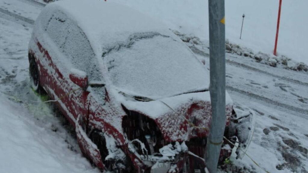 Mit einem Sprung aus dem fahrenden Auto haben sich am Weihnachtstag zwei Frauen in Walenstadtberg SG gerettet, nachdem die Lenkerin die Kontrolle über das Fahrzeug verloren hatte. Sie verletzten sich dabei leicht.