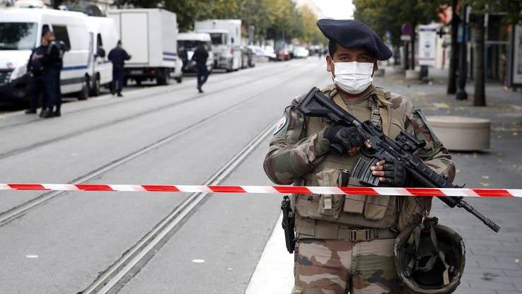 Schwer bewaffnete Polizeieinheiten sichern die Kirche Notre-Dame de l'Assomption in Nizza.
