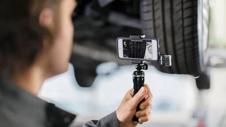 Ford bietet seinen Kunden an, über Video live bei der Reparatur und Wartung zuzuschauen und einzelne Arbeitsschritte freizugeben.