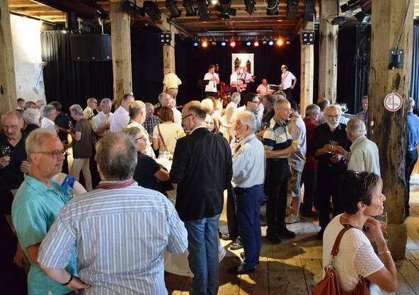 Die ehemaligen und aktiven Einwohner- und Stadträte finden sich im Salzhaus ein