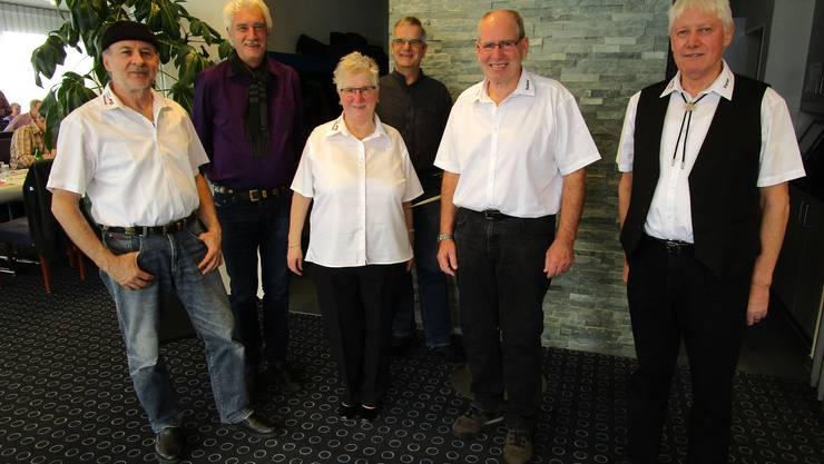 Foto: vorne von li nach re: Marcel, Dorli, Roland, Peter und hinten von li nach re: Zentralpr. Cipriano, Verbandsvertr. Urs.
