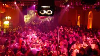 Partyrausch: Für Konsumenten von Ecstasy endet die ausgelassene Feier wegen verunreinigter Drogen immer öfters vorzeitig. (Bild: ZVG)