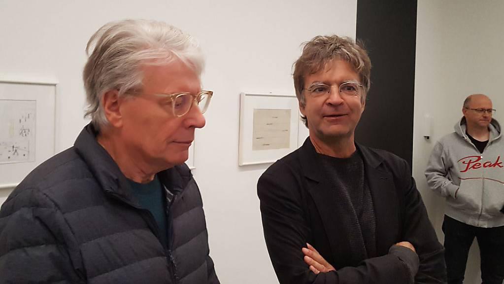 Das Bündner Kunstmuseum zeigt erstmals eine Ausstellung von Roman Signer mit Skizzen im Mittelpunkt. Der Künstler (links) im Bild mit Stephan Kunz, Co-Direktor des Kunstmuseums in Chur.