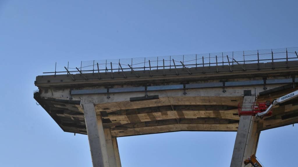 Während eines Unwetters war ein Teil der Autobahnbrücke vor einem Jahr abgebrochen. Zahlreiche Fahrzeuge stürzten in die Tiefe, Dutzende Menschen starben. (Archivbild)