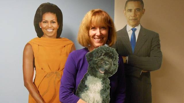 Lynn Hauser, Wahlkampf-Leiterin des 42. Bezirks in Chicago, posiert mit der First Family. / Benjamin Weinmann